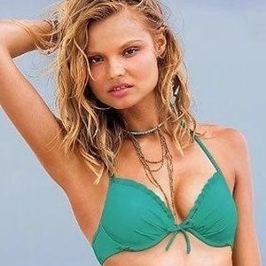 💚Victoria's Secret Push Up Ruffle Halter Bikini